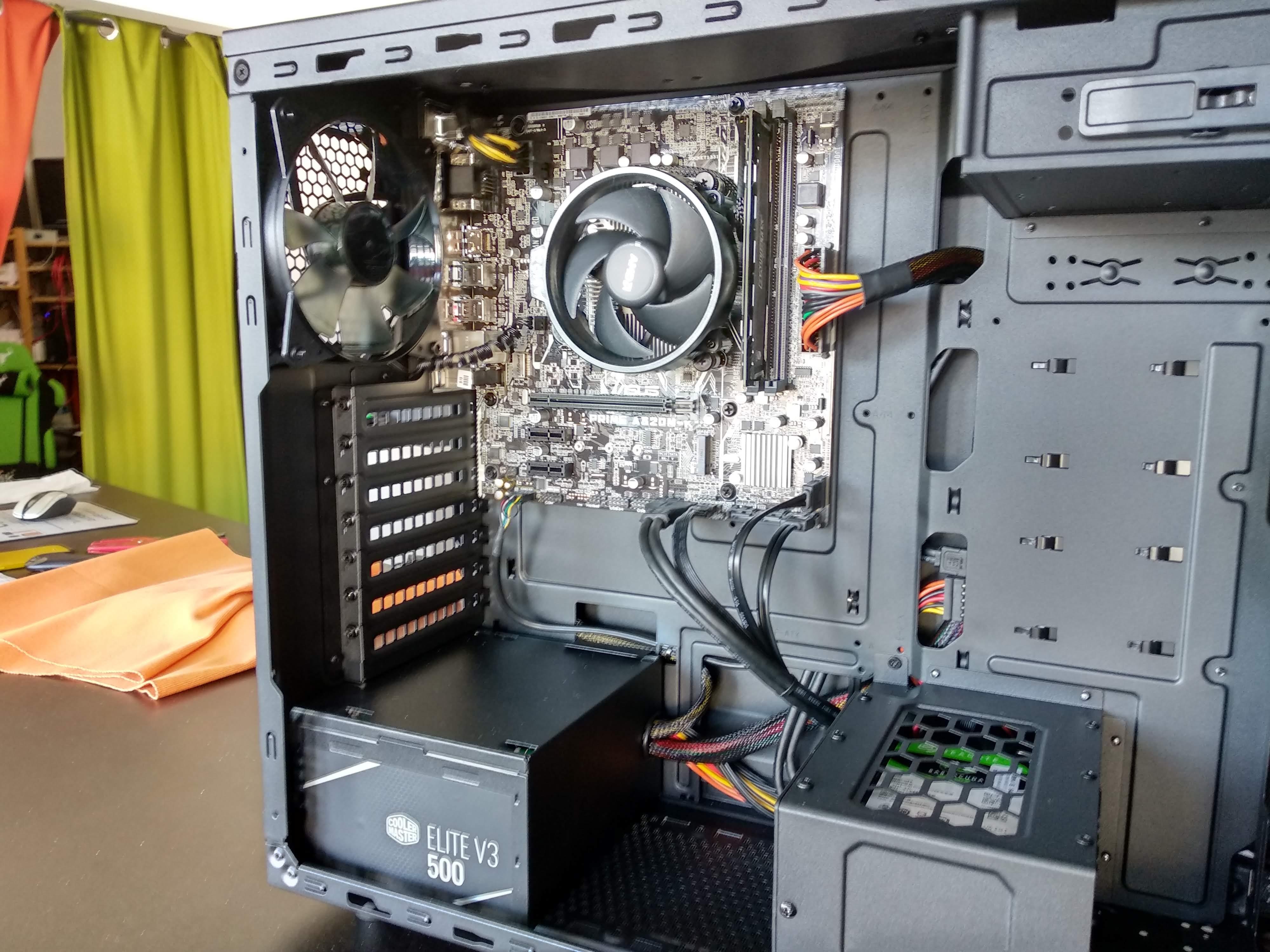Workstation R3-2200G-8GB-250GB